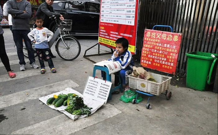 a girl selling vegetables in dongguan with signs looking for her parents