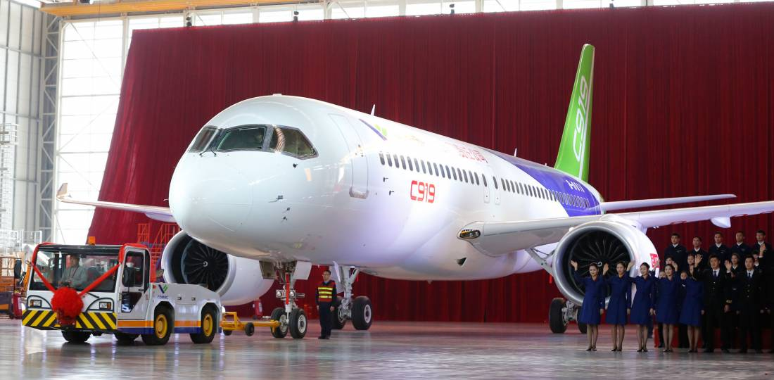 front and side view of c919