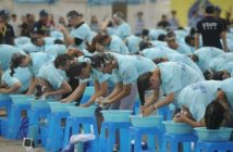 people washing hair in world record attempt in china