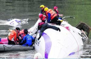 taiwan highway plane crash in river