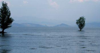 rain falling on water of Erhai Lake