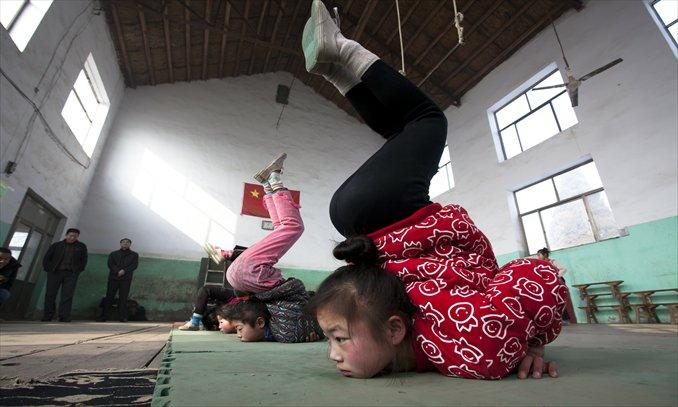 girls practicing acrobatics in class