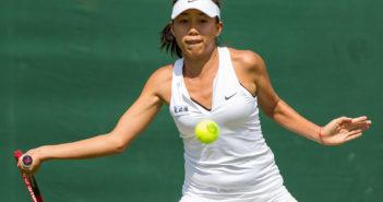 zhang shuai playing tennis