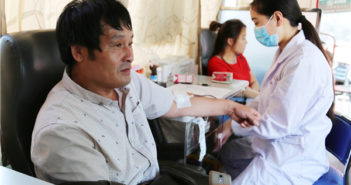 man donating blood in china