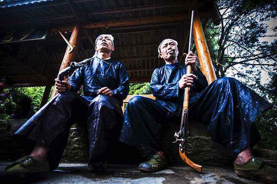 中国最后一个持枪部落望延续传统