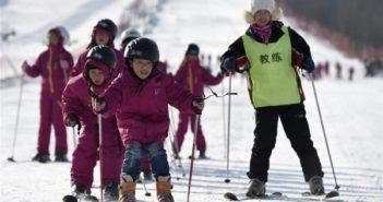 children skiing in china