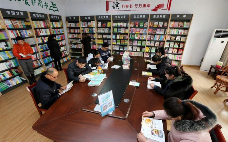 people reading at bookstore in china