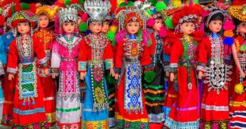dolls in traditional chinese dress