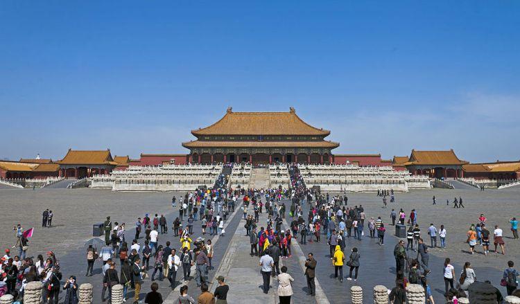 visitors at forbidden city in beijing