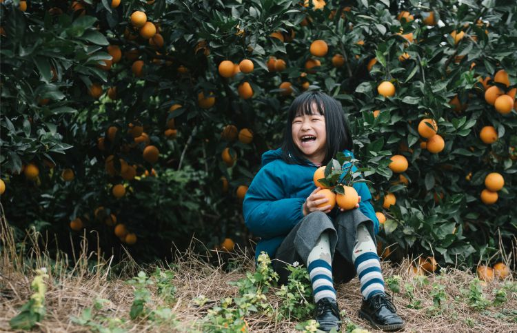 young girl with oranges in china