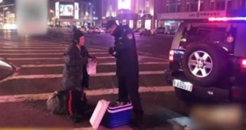 policeman giving food to elderly homeless lady in china