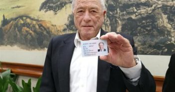 Kurt Wüthrich holding green card