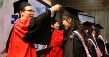 students graduation in china