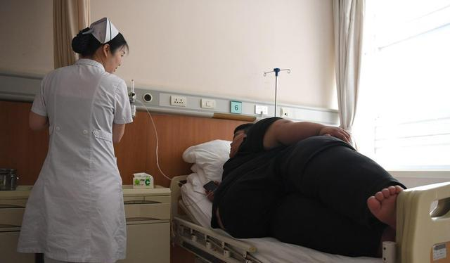 obese man in hospital in china