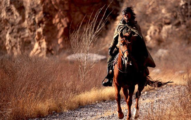 中国一男子骑马去世界杯城市旅行