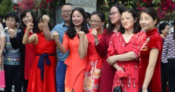 mothers wearing red in china