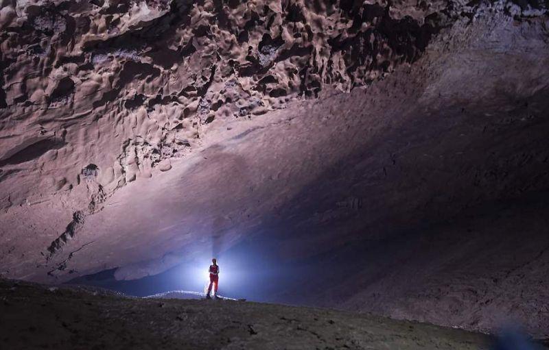 贵州发现超大岩洞 可容纳四座金字塔