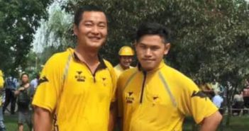two meituan delivery guys posing for a picture