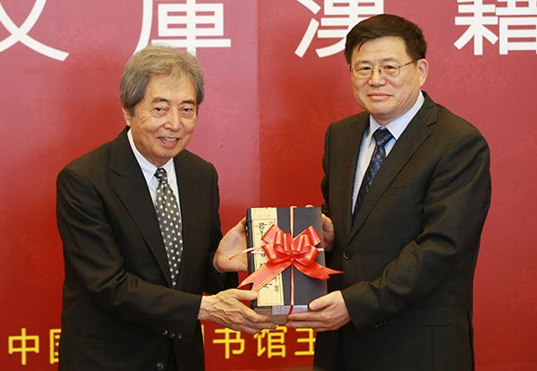 former japanese prime minister Morihiro Hosokawa presenting books to representative from chinese national library