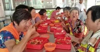 sanitation workers eating lunch in china