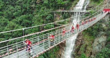 skywalk race in china