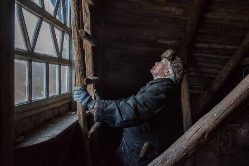 俄罗斯村子里只住着一个老奶奶