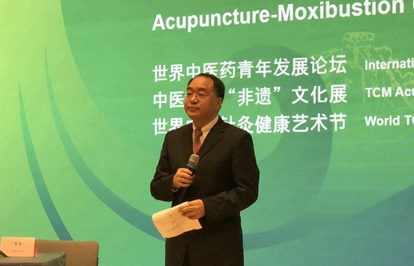 man giving talk at acupuncture event in uk