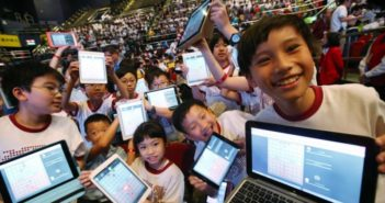 students with computers in china