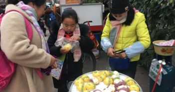 people buying cartoon character mantou in china