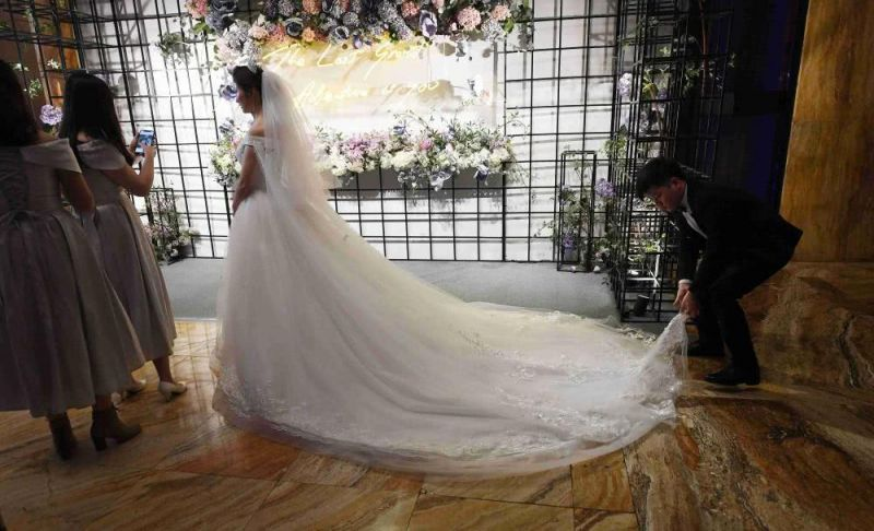 side view of bride at wedding in china