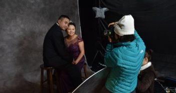 photographer taking couple's wedding photos in china