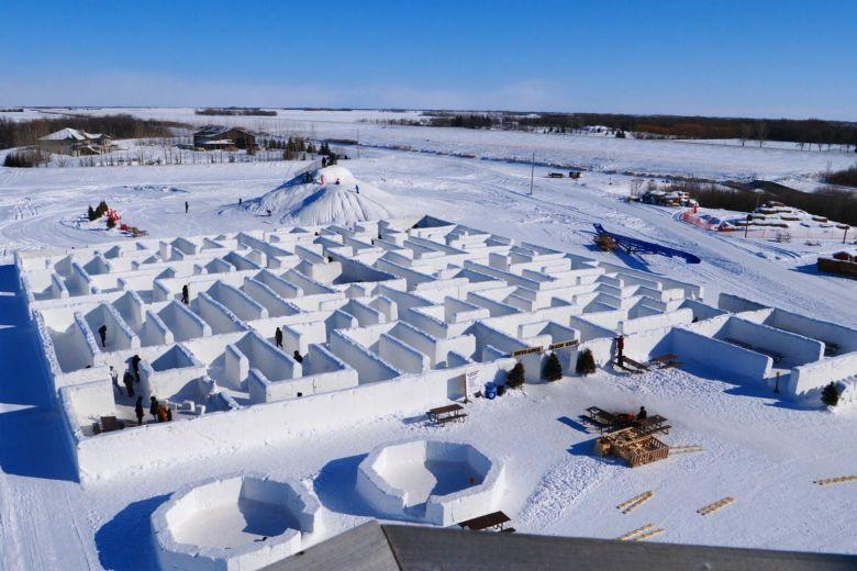 加拿大夫妇建世界最大雪地迷宫