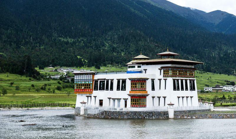 西藏伐木小镇变身为生态旅游景点