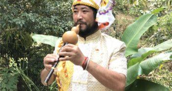 Gen Congguo plays a cucurbit flute