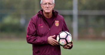 marcelo lippi as china head coach holding a football