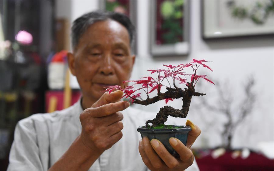 man making paper flower in china