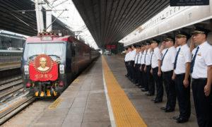 platform staff saluting locomotive mao zedong