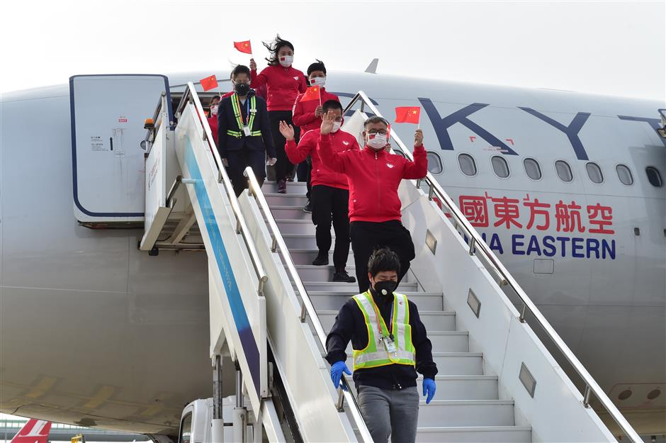 medics disembarking from plane in shanghai