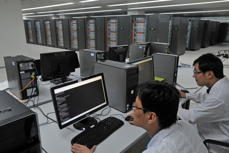 scientists operating tianhe-1 supercomputer