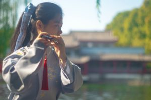 Chengyu Origins: Girl playing the flute