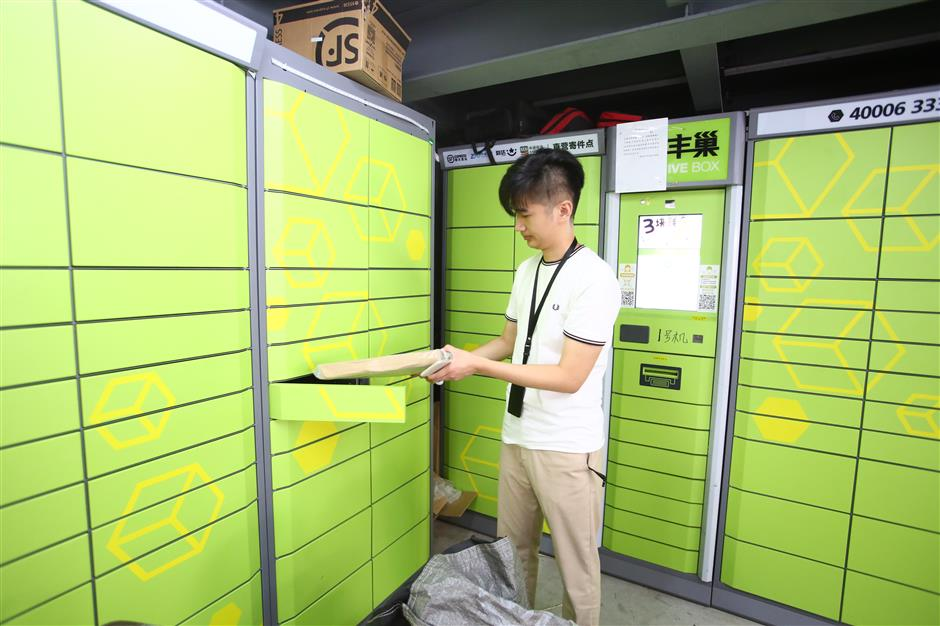 man putting parcel in locker in china