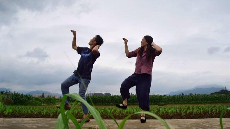 农民夫妻跳舞在网上走红