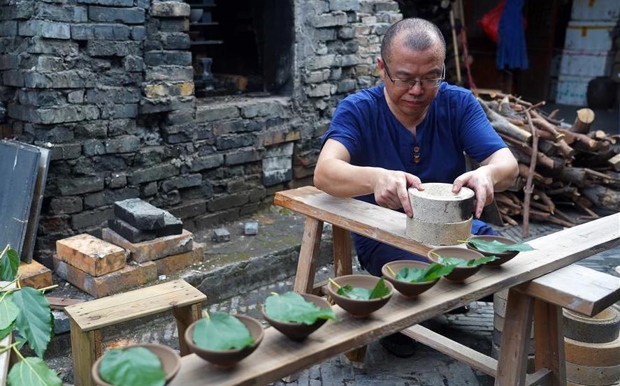 man making leaf cups in china