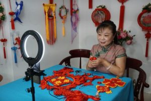 woman live broadcasting chinese knot-making class