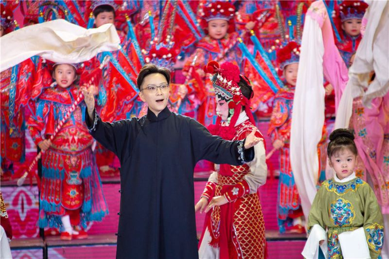 wang peiyu on stange during performance