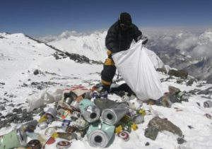 rubbish collector at mt everest