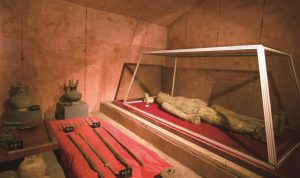 artefacts found in han dynasty tomb in china