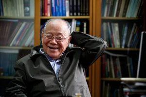 chinese engineer zhang zhemin sitting in study