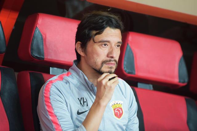xie hui in dugout as nantong zhiyuan manager