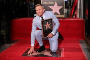 daniel craig receiving start on hollywood walk of fame